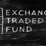 ETF(上場投資信託)とは?株や投資信託との違い、メリットやデメリットを解説します
